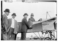 Earle L. Ovington receiving mailbag during the aviation meet in Nassau, Long Island, in September 1911 Image: Smithsonian National Postal Museum